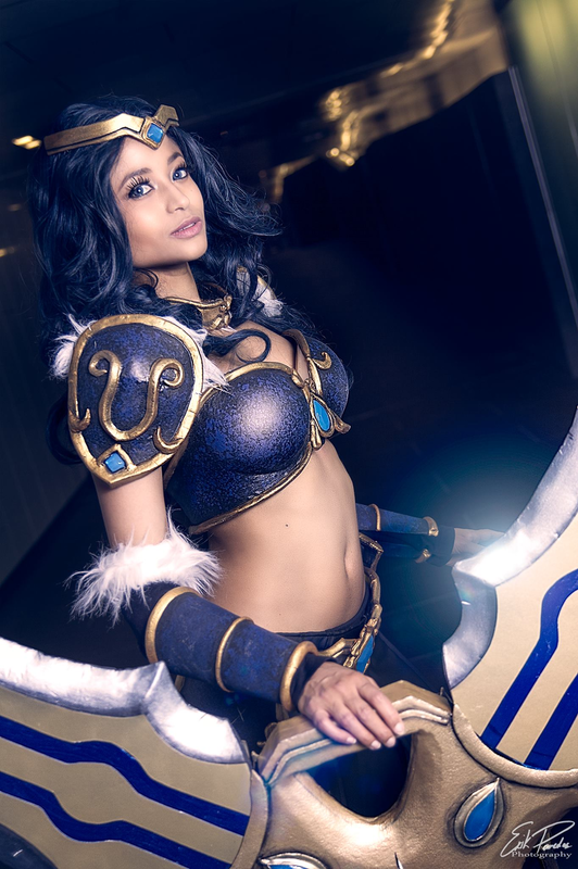 sivir-lol-close-up-by-the-mirror-melts