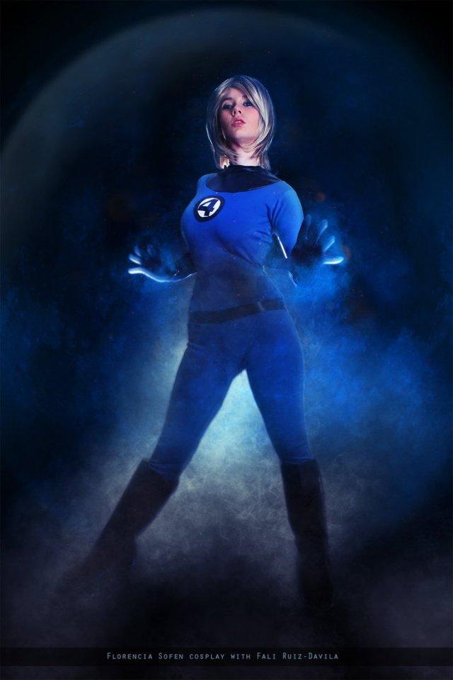 invisible_woman___fantastic_four___marvel_comics_by_fioresofen-dahj1ec