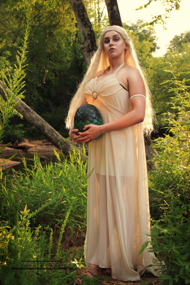 daenerys_targaryen_cosplay___game_of_thrones_by_bunnyr0se-d9fymr5