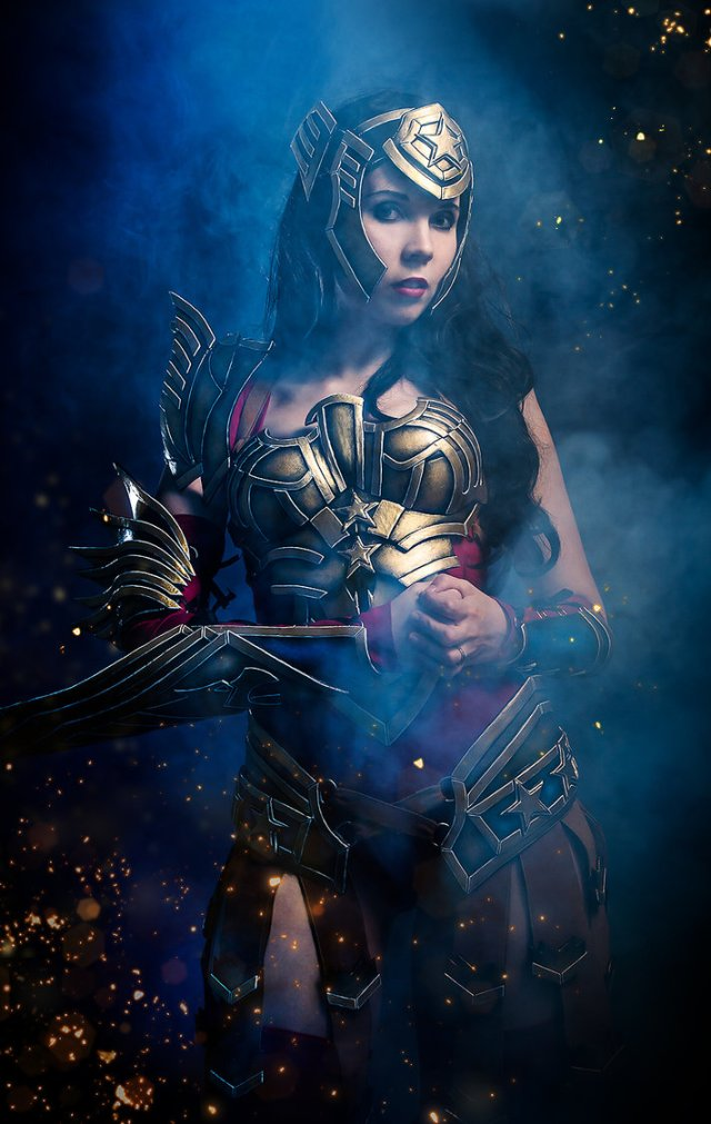 wonder_woman___into_the_battle_by_kamuicosplay-d6y7o5o